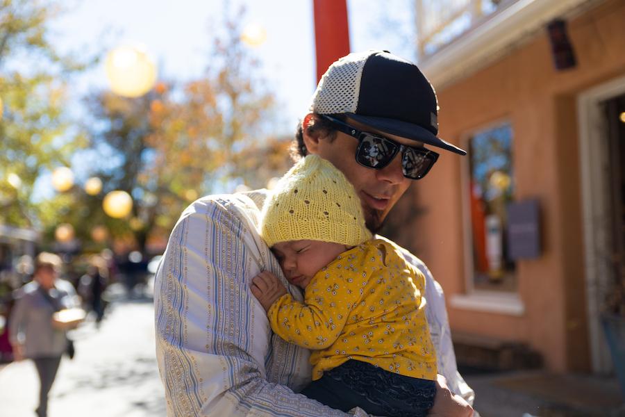 """Featured image for """"¿Qué va a hacer mi bebé ahora? Cuándo podemos esperar que gatee, camine, diga palabras y más"""""""